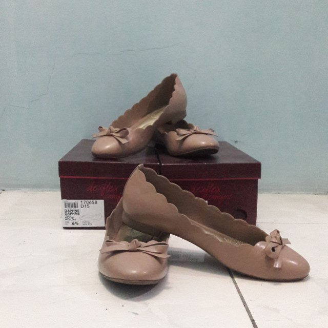 Daphne Nude Flat Shoes Size 6