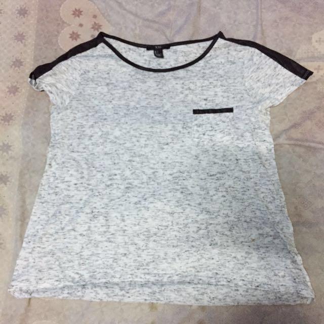 Forever 21 T- Shirt