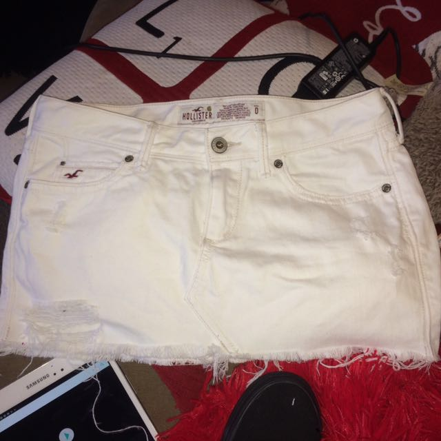 Hollister size 0 - white ripped look miniskirt