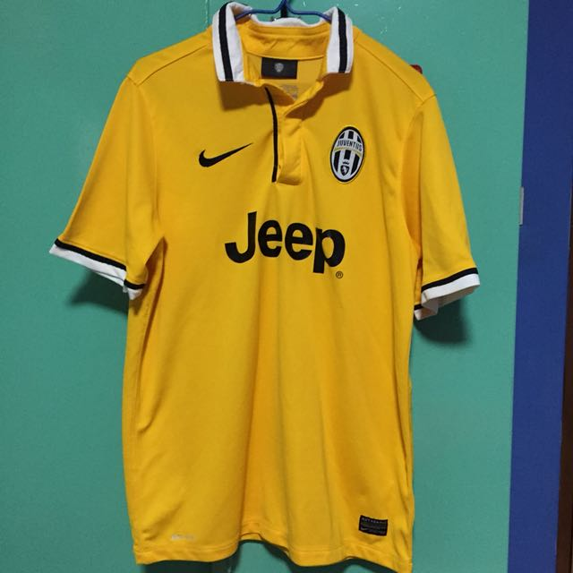 dc3a9e791 Juventus Away Jersey 2013/2014, Sports, Sports Apparel on Carousell