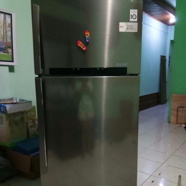 Kulkas LG besar 2 pintu 700 Liter
