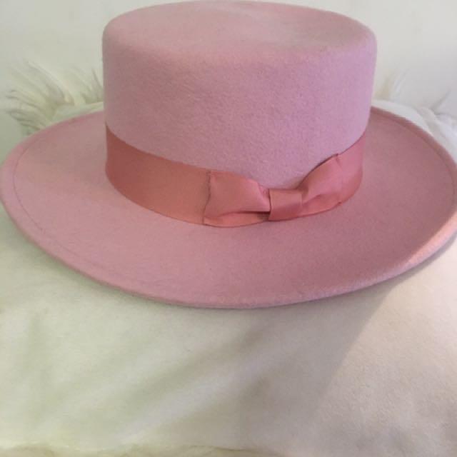 Lack of color boater hat