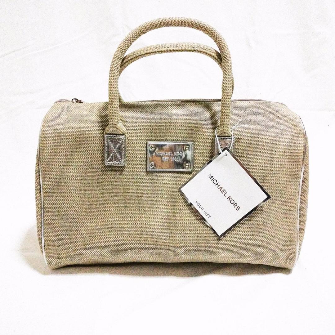 19e4637a1034 Michael Kors MK GWP NEW Tote Weekender Bag Beige Gold zippered ...