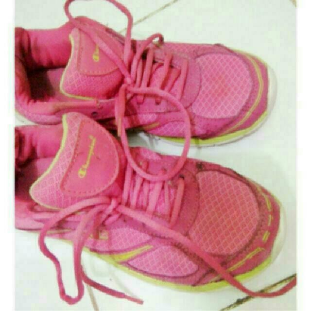 Sepatu Champions Hanya 70ribu FREE ONGKIR JABODETABEK!!!