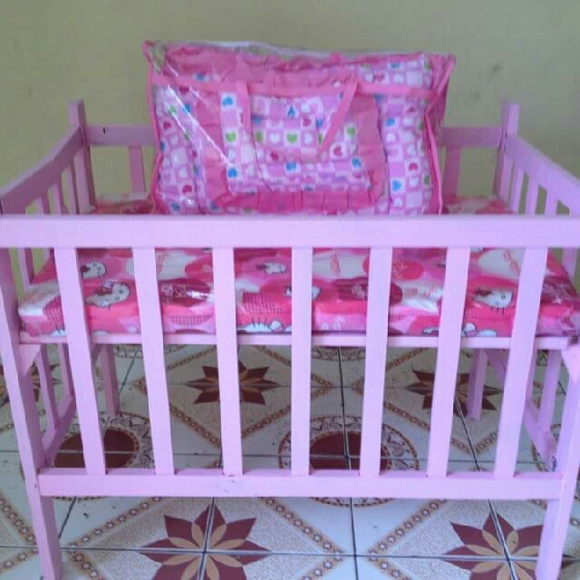 Wooden Crib with Foam and Beddings 4pc set