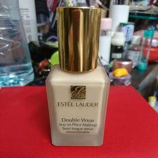 Estēe Lauder double wear makeup
