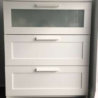 Almost new 3 drawer chest - white