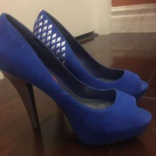 NEW size 6 heels.