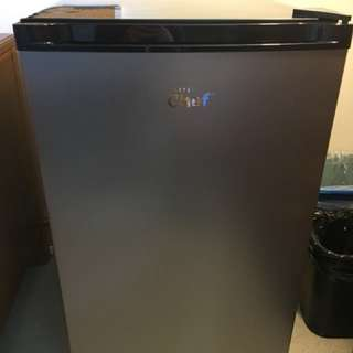 MasterChef Mini Fridge with small freezer compartment