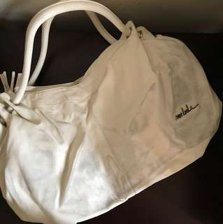 Mooloola cream bag