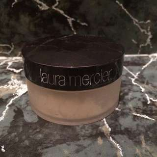 LAURA MERCIER Translucent Setting Powder*