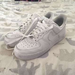 Size 7 White Nike Air Forces