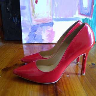 Used Loubtine red heels 38 authentic