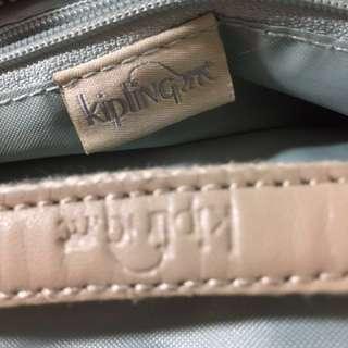 🚚 KipliNg。降價!(1仟)|全新、三層,5個小包包、牌子掉了,便宜賣,斜揹,肩揹都可以喔!