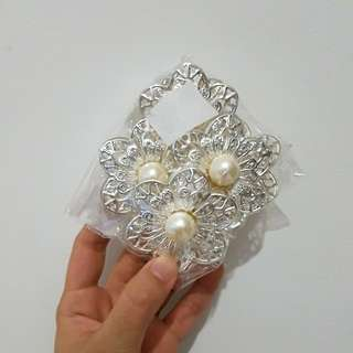 Pearl Metallic Flower Decorative Pieces