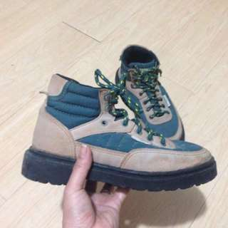 Hiking shoes for woman size 6