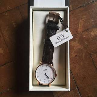 Original Auth Daniel Wellington Watch Dapper with leather strap guaranteed authentic BNWT BNWB luxury brand