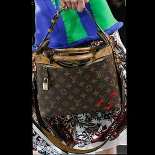 Louis Vuitton Monogram sling Bag ( with date code