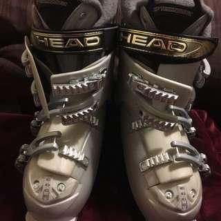 Women's ski boots size 9.5