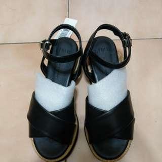 全新 Reena 繞踝交叉厚底涼鞋 黑色23 很剛好小半號穿可能比較舒服