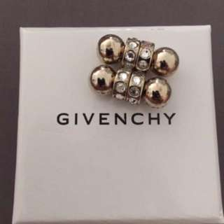 GIVENCHY magnet earing