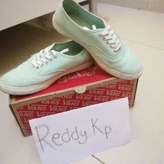 Reprice!! Sepatu (Vans Authentic Lo Pro)