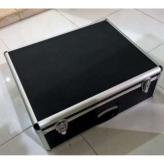 Aluminum case bag