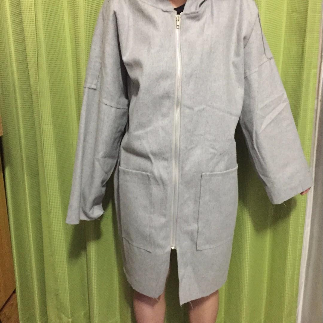 灰色大衣外套
