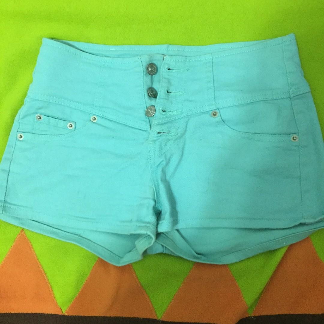 青綠色短褲