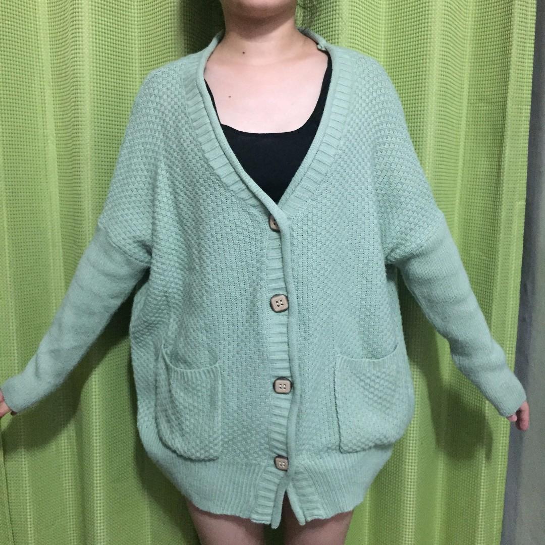綠色毛衣罩衫