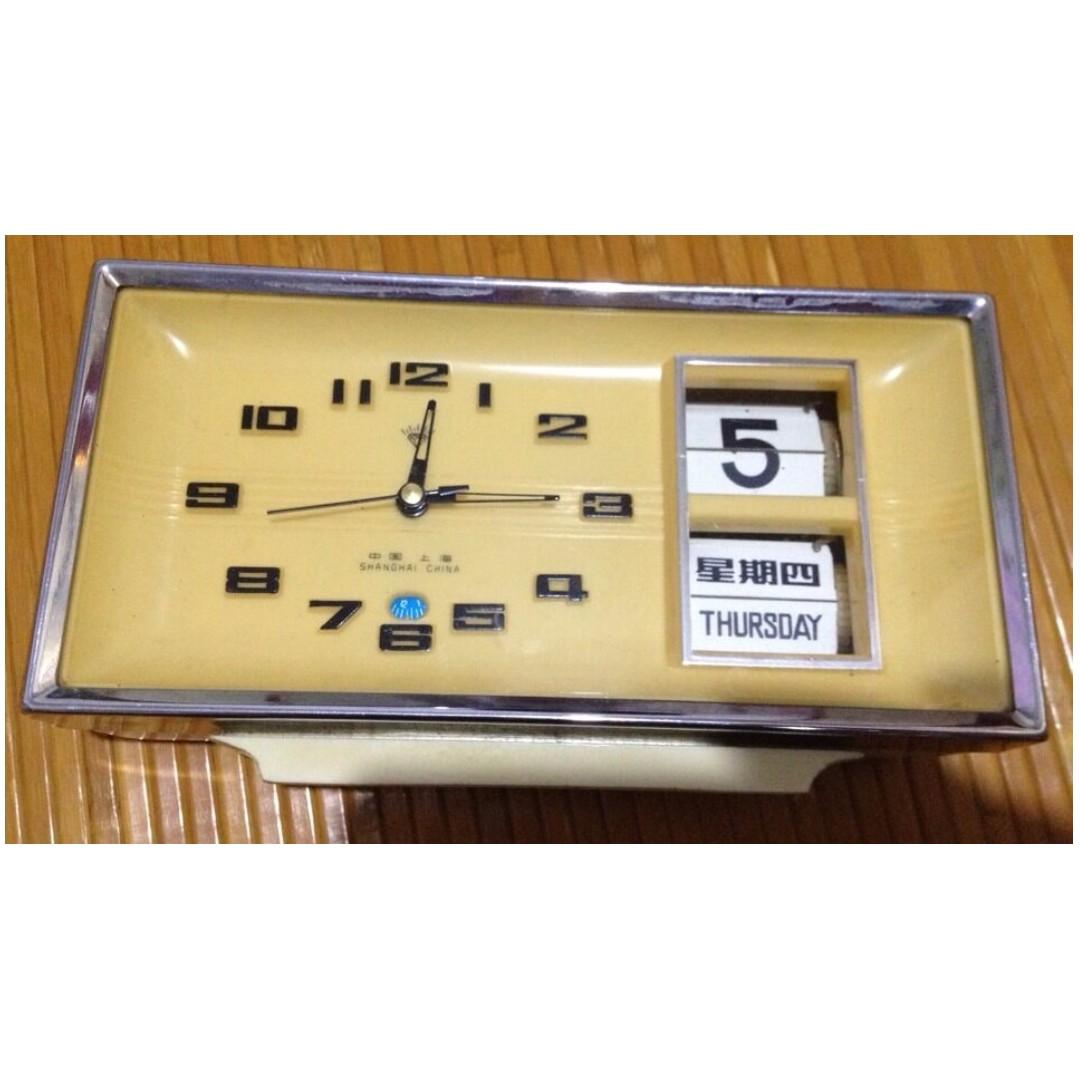 早期懷舊日曆星期型米黃色大機械桌鬧鐘