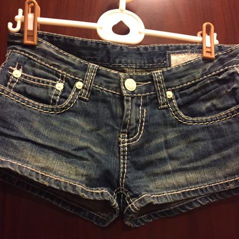 香港帶回 Salad 經典款牛仔短褲 縫線設計 百搭款