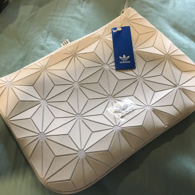 Adidas 3D mesh pouch