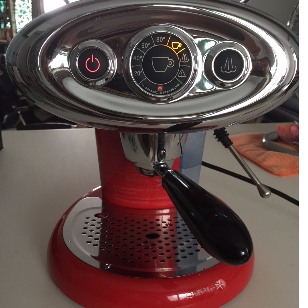 As good as new Illy Francis-Francis coffee capsule machine, Home ...