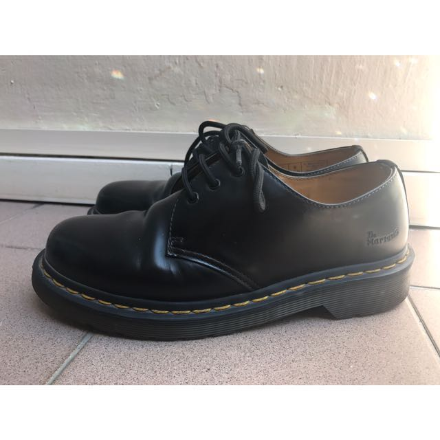 443ba39c24 Authentic Dr Martens Low Cut Boots, Women's Fashion, Shoes on Carousell