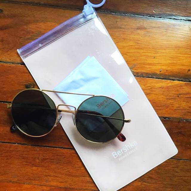 c7b1de2654 Bershka Round Sunglasses on Carousell