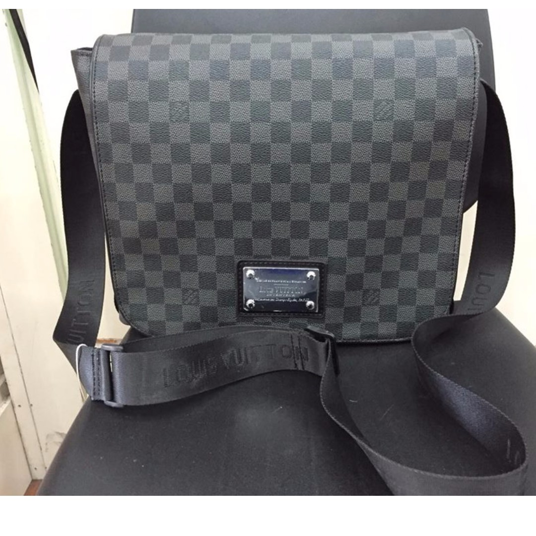 Black Louis Vuitton Sling Bag size medium ff03fd91a091e
