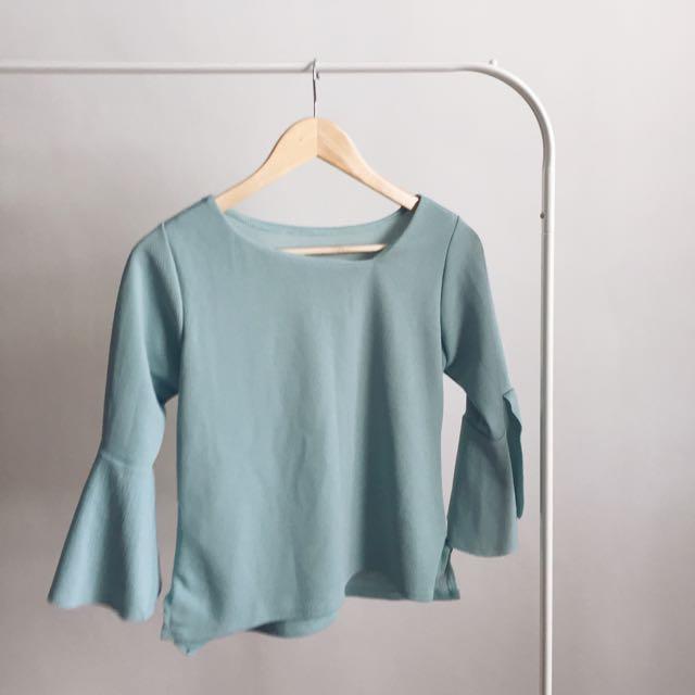 BRAND NEW flounce sleeves top