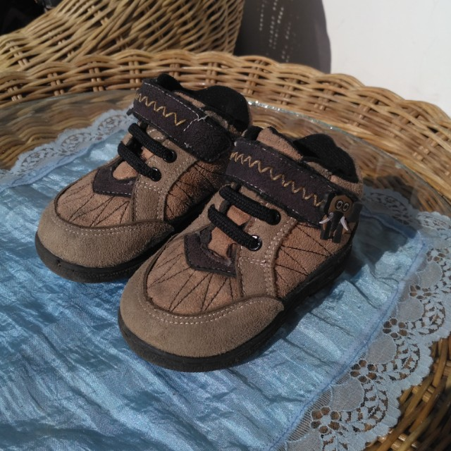 Browny Booth (sepatu citcit)