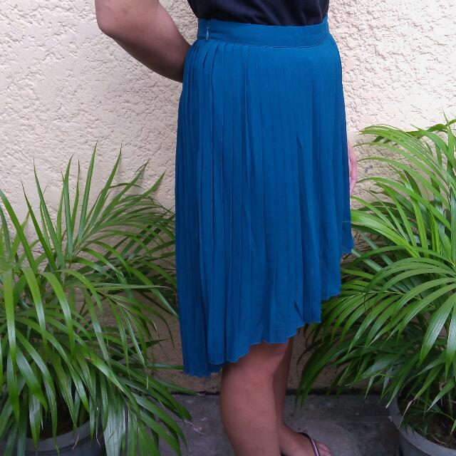 CLN Pleated Skirt High-Low Wing Back