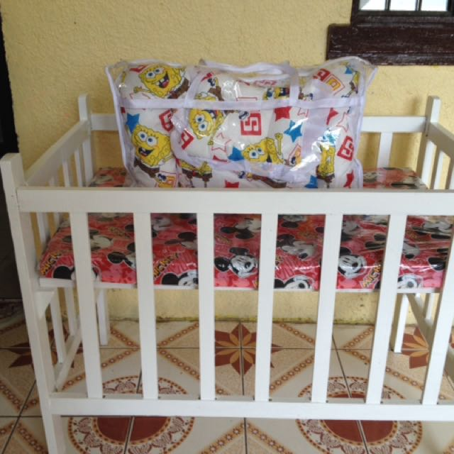 Crib with Bedding 4pc Set