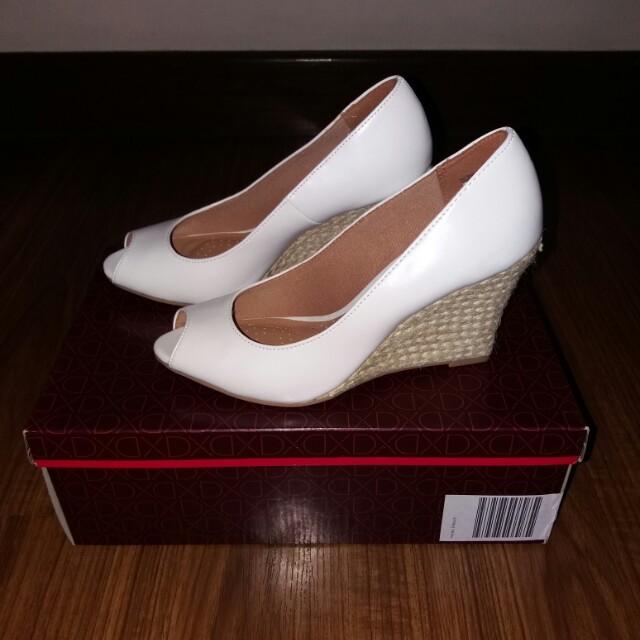 Dexflex Comfort White Peep Toe Wedge size 5