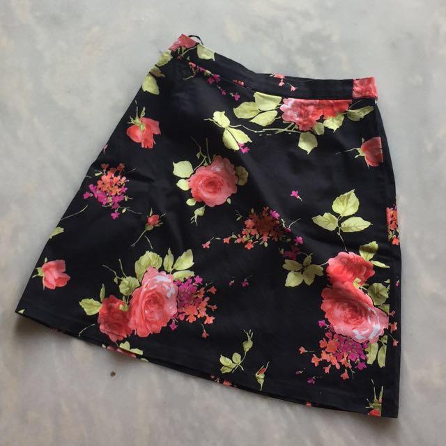 Flower black skirt