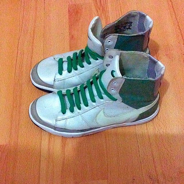 High cut Nike Shoes- Size 8 Ladies