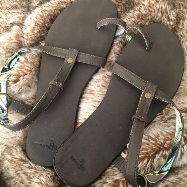 Kanuk sandals