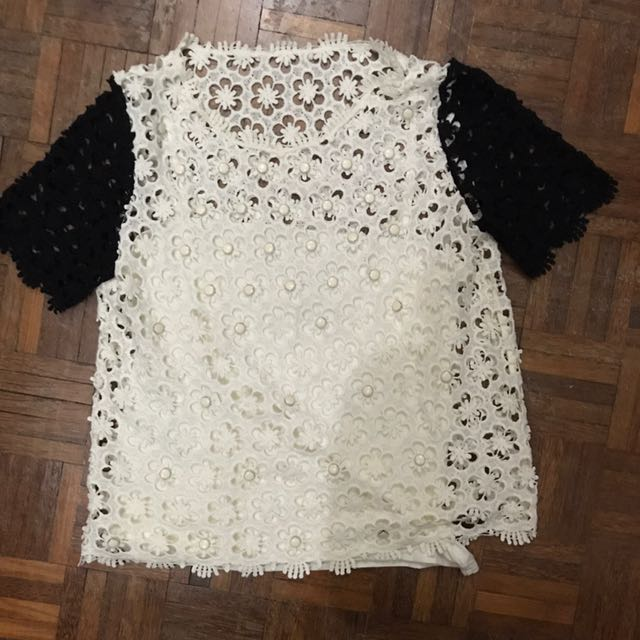 Lace top with inner piece (size M)
