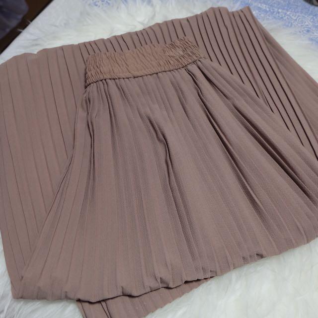 NEW! Khaki Pleats Pants