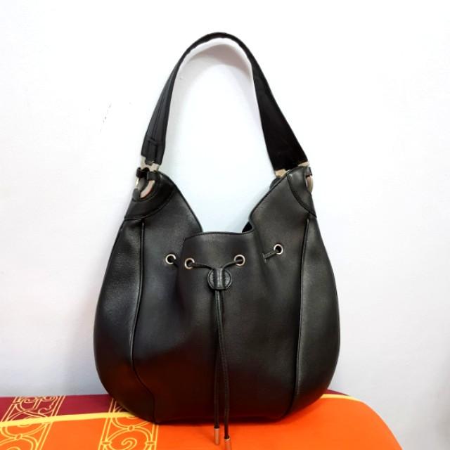 Preloved Salvatore Ferragamo Black Leather Hobo Shoulder Bag