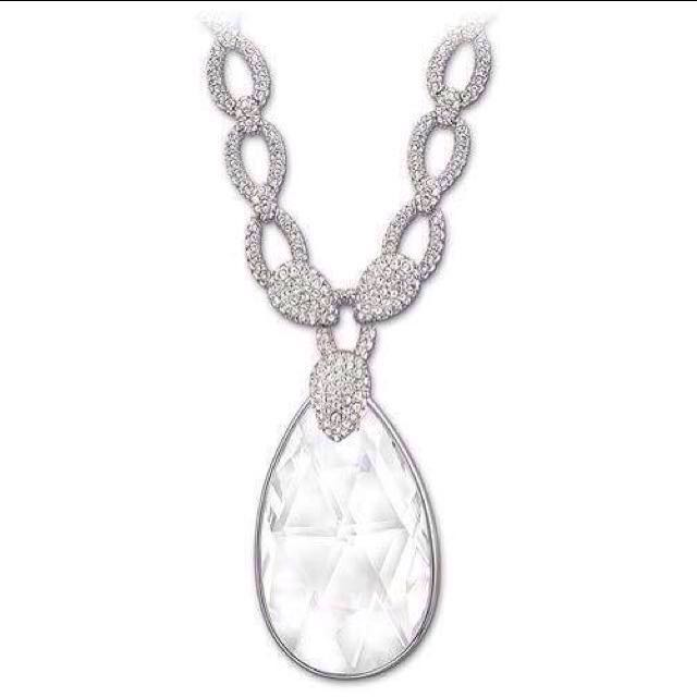 Swarovsky beautiful crystal necklace NEW