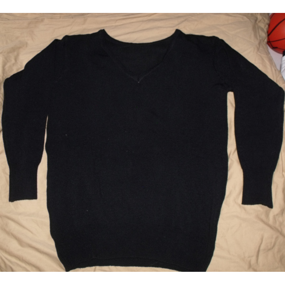 Sweater Hitam (No Brand)